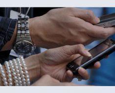 телефоны и руки